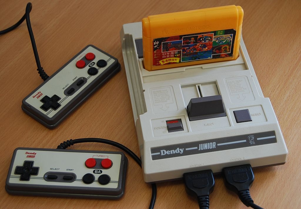 Dendy_Junior_with_cart_and_joypads