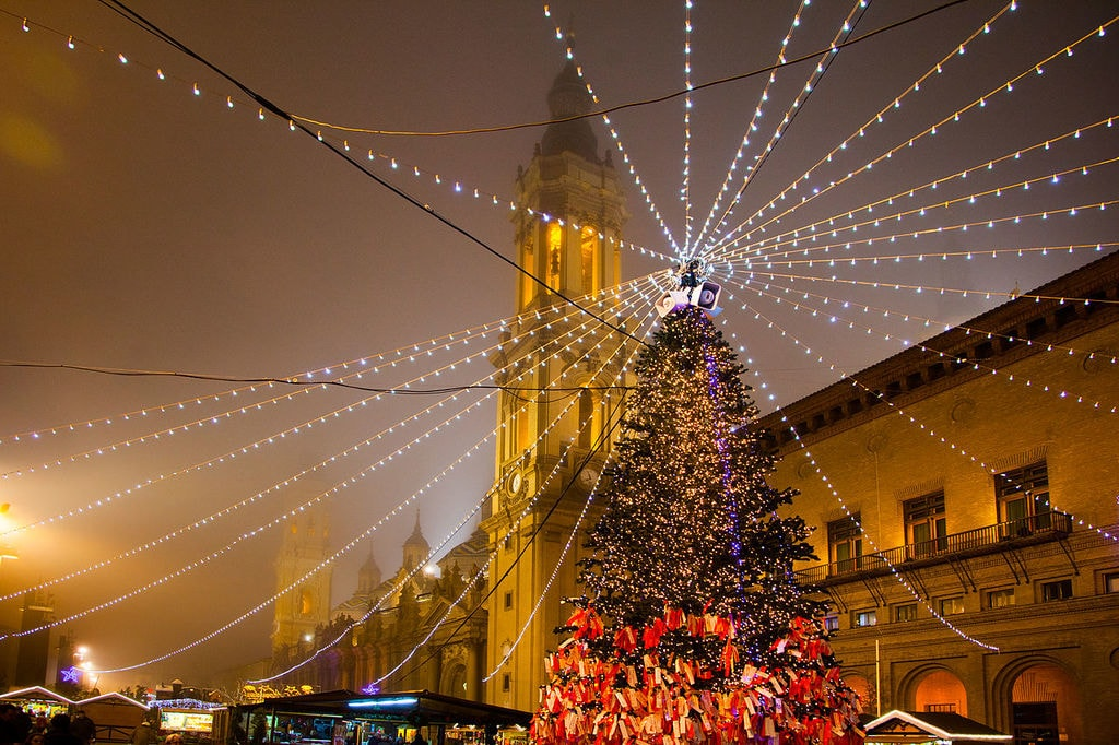 Plaza del Pilar, Zaragoza at Christmas   ©Iramonf / Wikimedia Commons