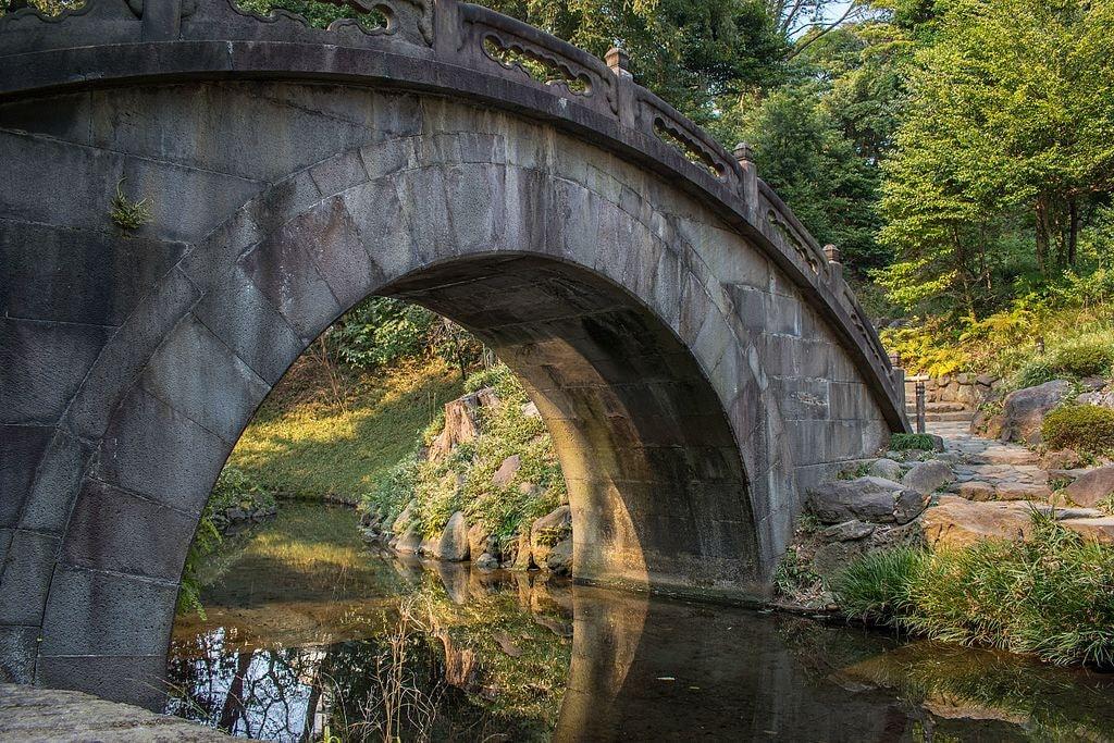 Engetsu-kyo_Bridge_in_Koishikawa_Korakuen_Gardens