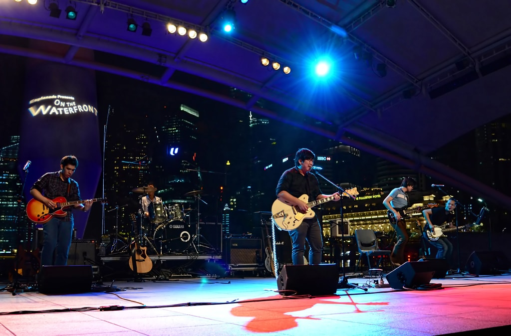 Night view of a band performing at Esplanade | © Andrew Tan/Courtesy Singapore Tourism Board