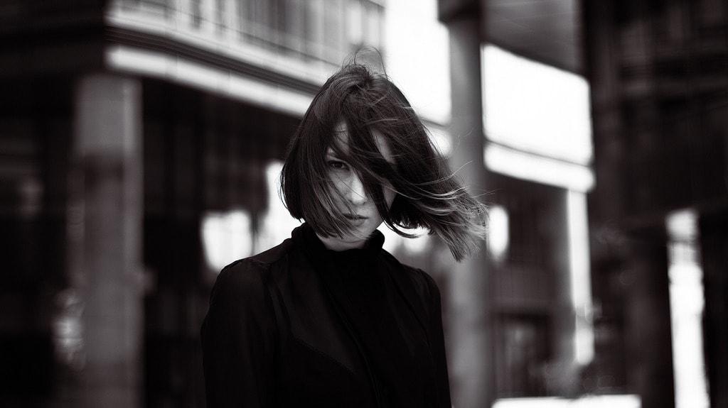 fashionable-girl-1382947_1920