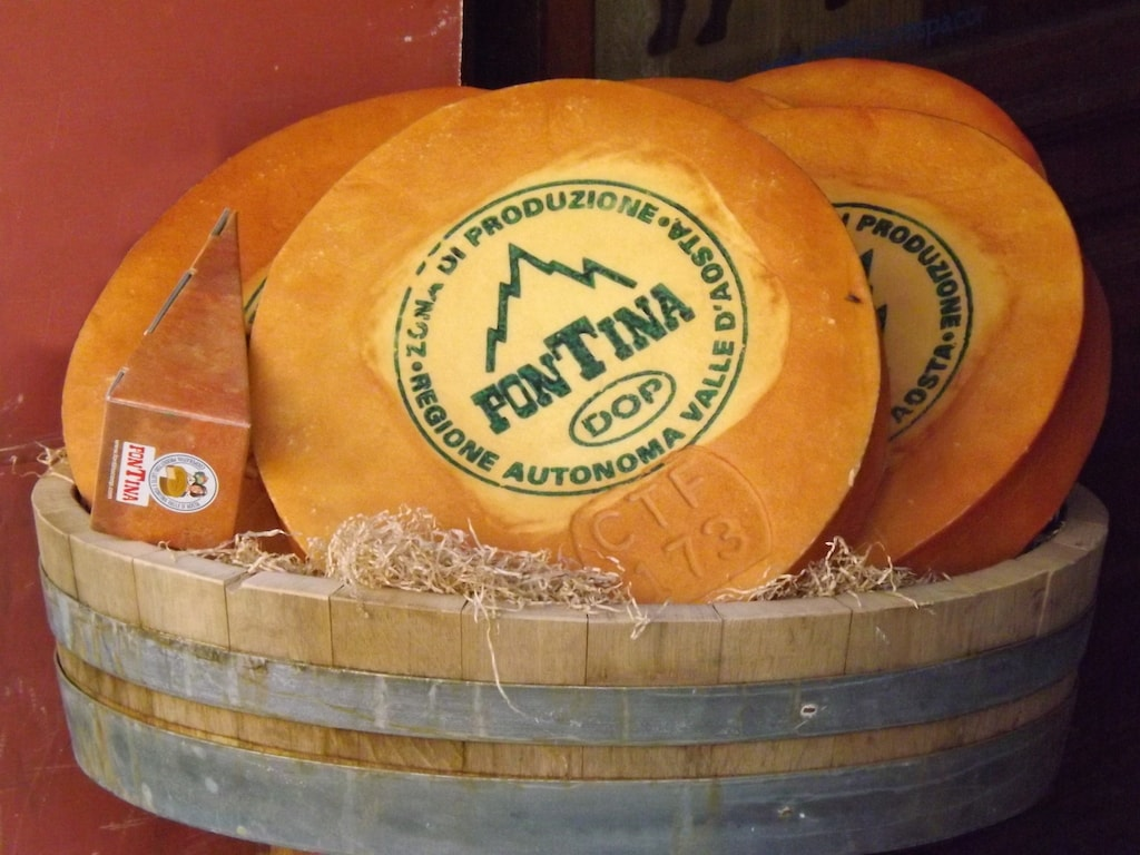 Wheels of fontina DOP cheese from Valle D'Aosta | © Luigi Chiesa/WikiCommons