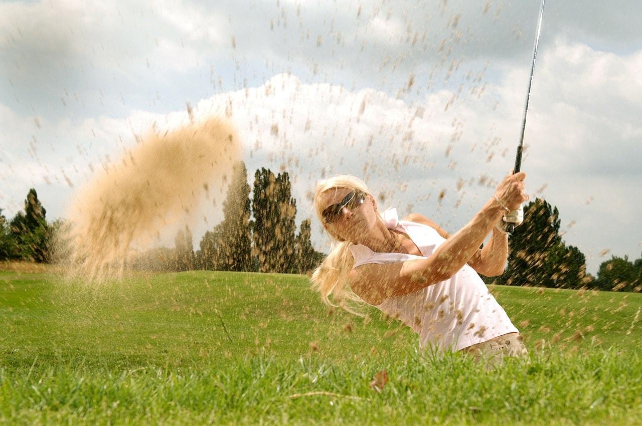 https://pixabay.com/en/golf-golfer-tee-golf-clubs-cool-83869/