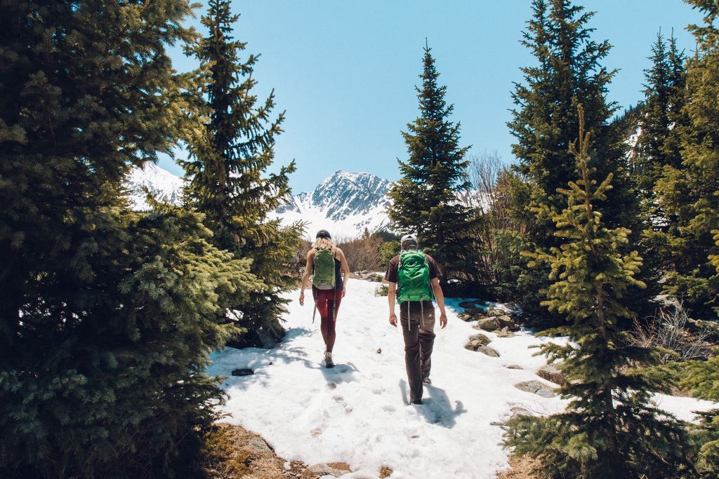 Couples who hike together stay together   © Holly Mandarich / Unsplash