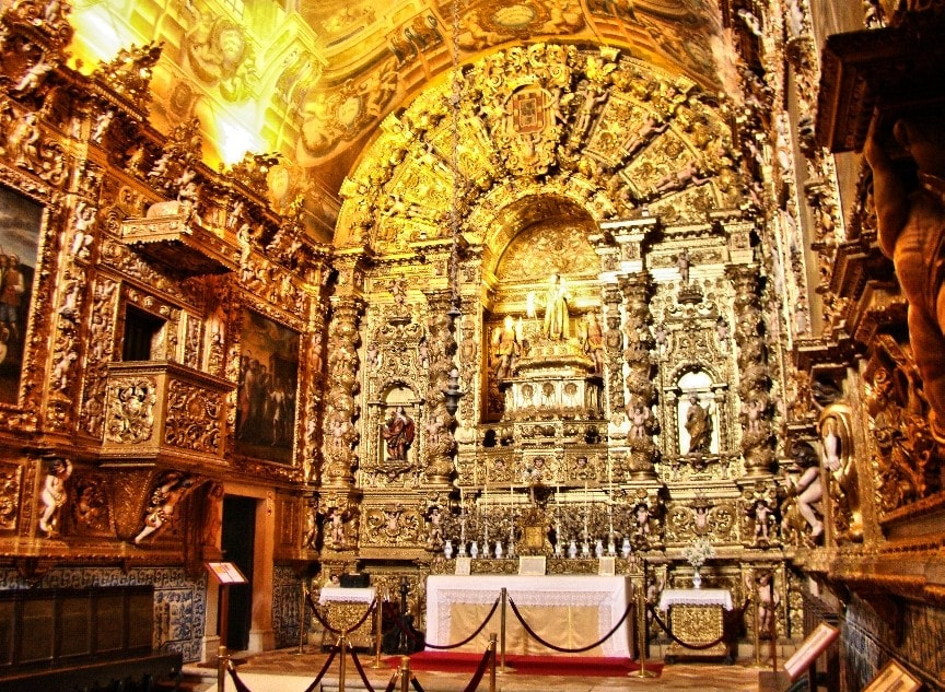 Interior_of_Saint_Anthony's_church_-_Lagos,_Portugal