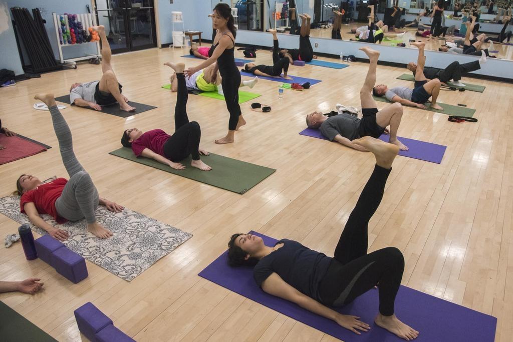 Iyengar yoga class | ©Airman 1st Class Valentina Lopez / Joint Base Andrews
