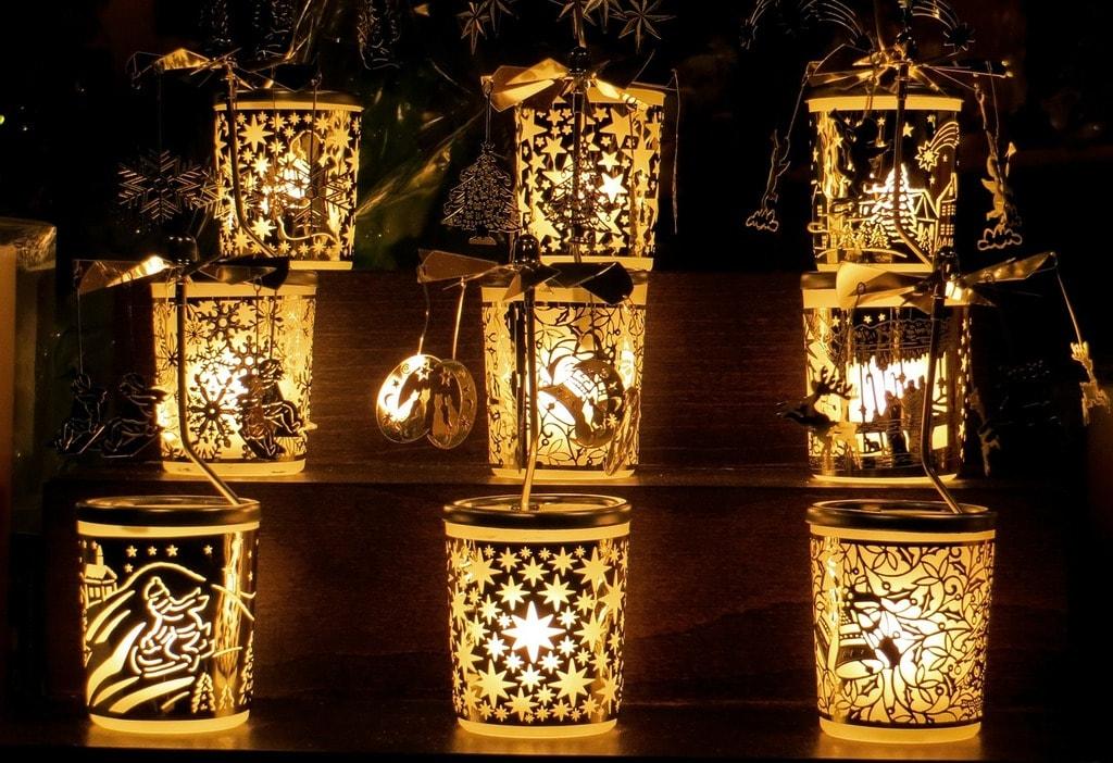 Christmas lamps for sale in Cordoba, Spain   ©Gellinger / Pixabay