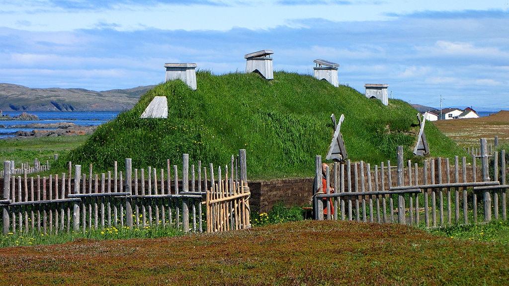 Norse longhouse re-creation | © D. Gordon E. Robertson/WikiCommons