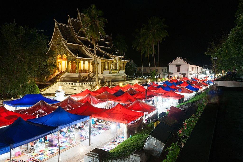 Luang Prabang Night Market | © Ekrem Canli/WikiMedia