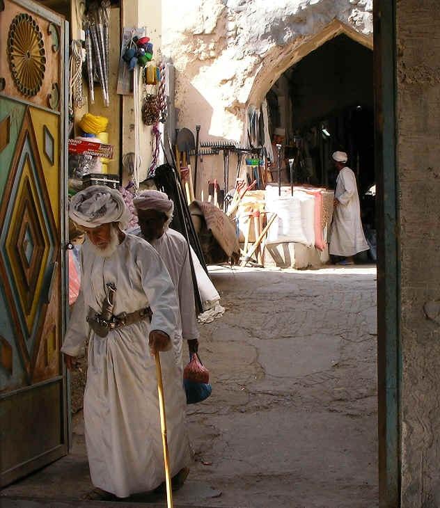 Man_in_traditional_Omani_garb