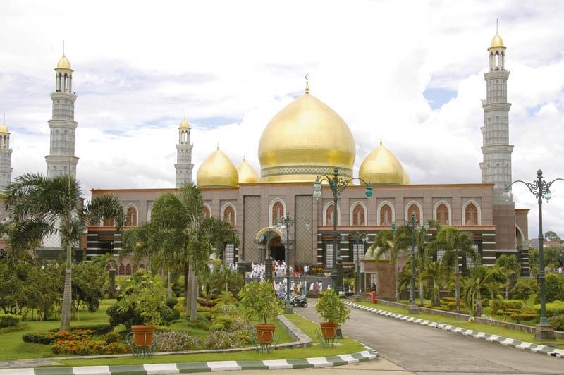 Masjid_Dian_Al-Mahri_Di_depok_kubah_emas