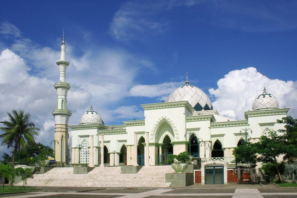 Masjid_Raya_Makassar_depan