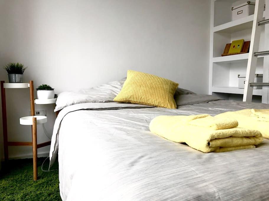 Modern En-suite Room – Penthouse