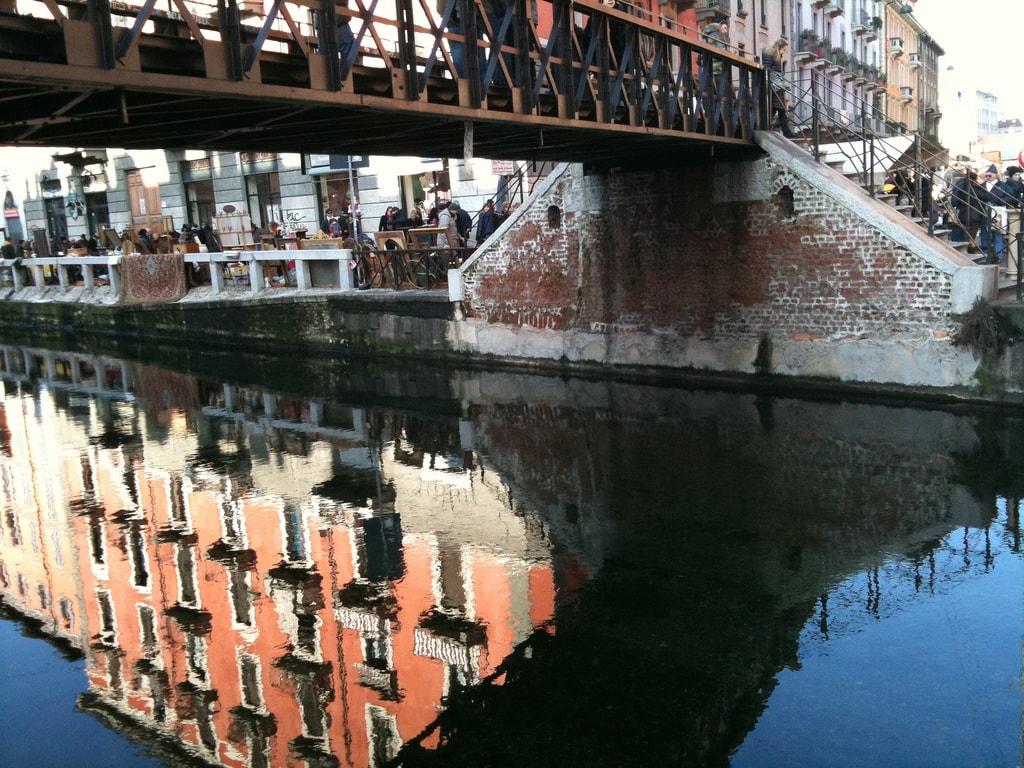 Canalside market at Navigli, Milan   © Letizia Barbi/Flickr