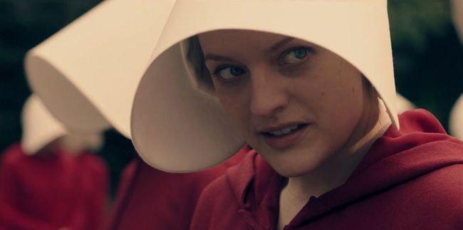 Elisabeth Moss in 'The Handmaid's Tale' | © Hulu