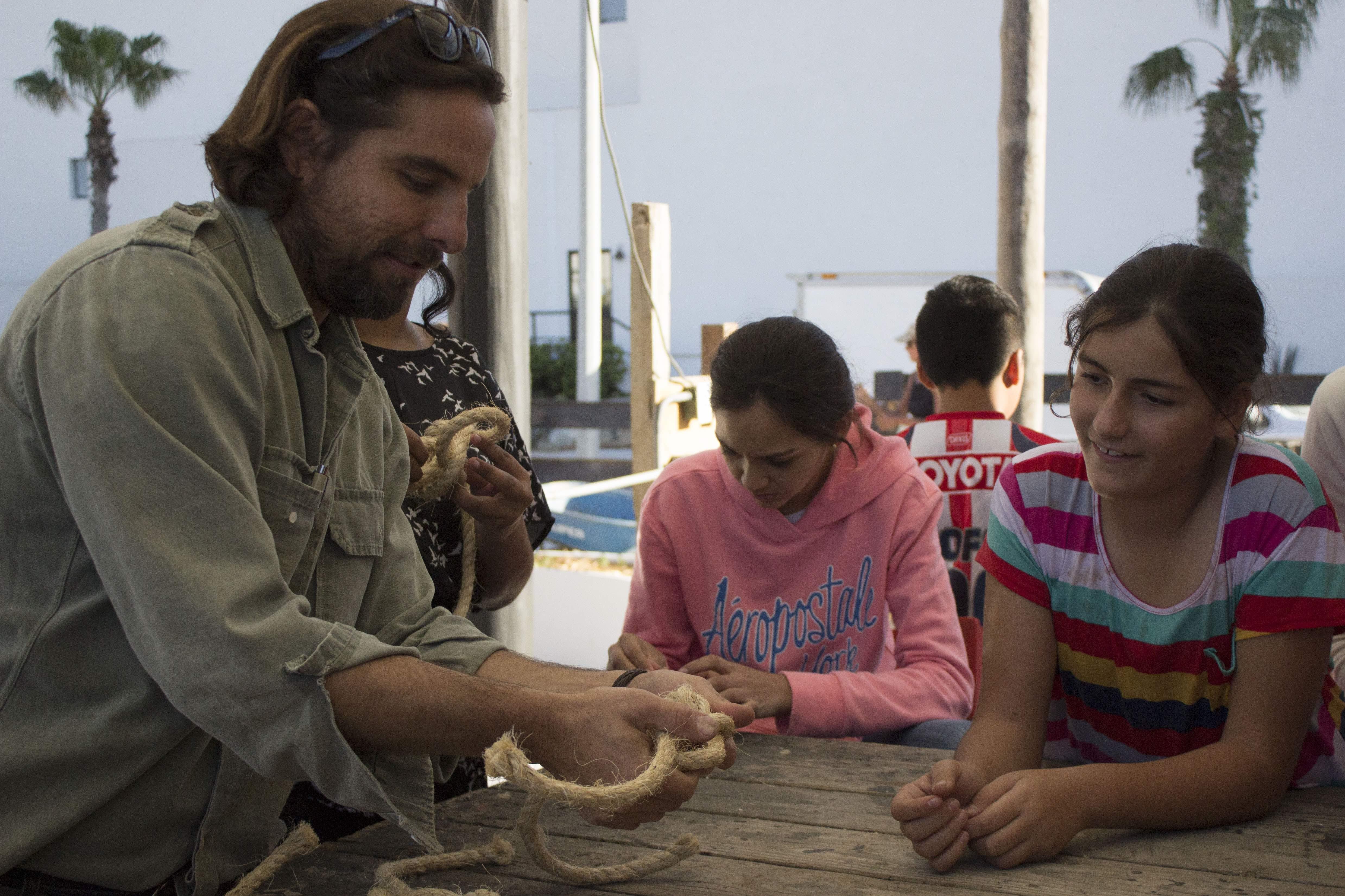 Artist Nico, teaching a class at the neighboring art school | © El Ganzo