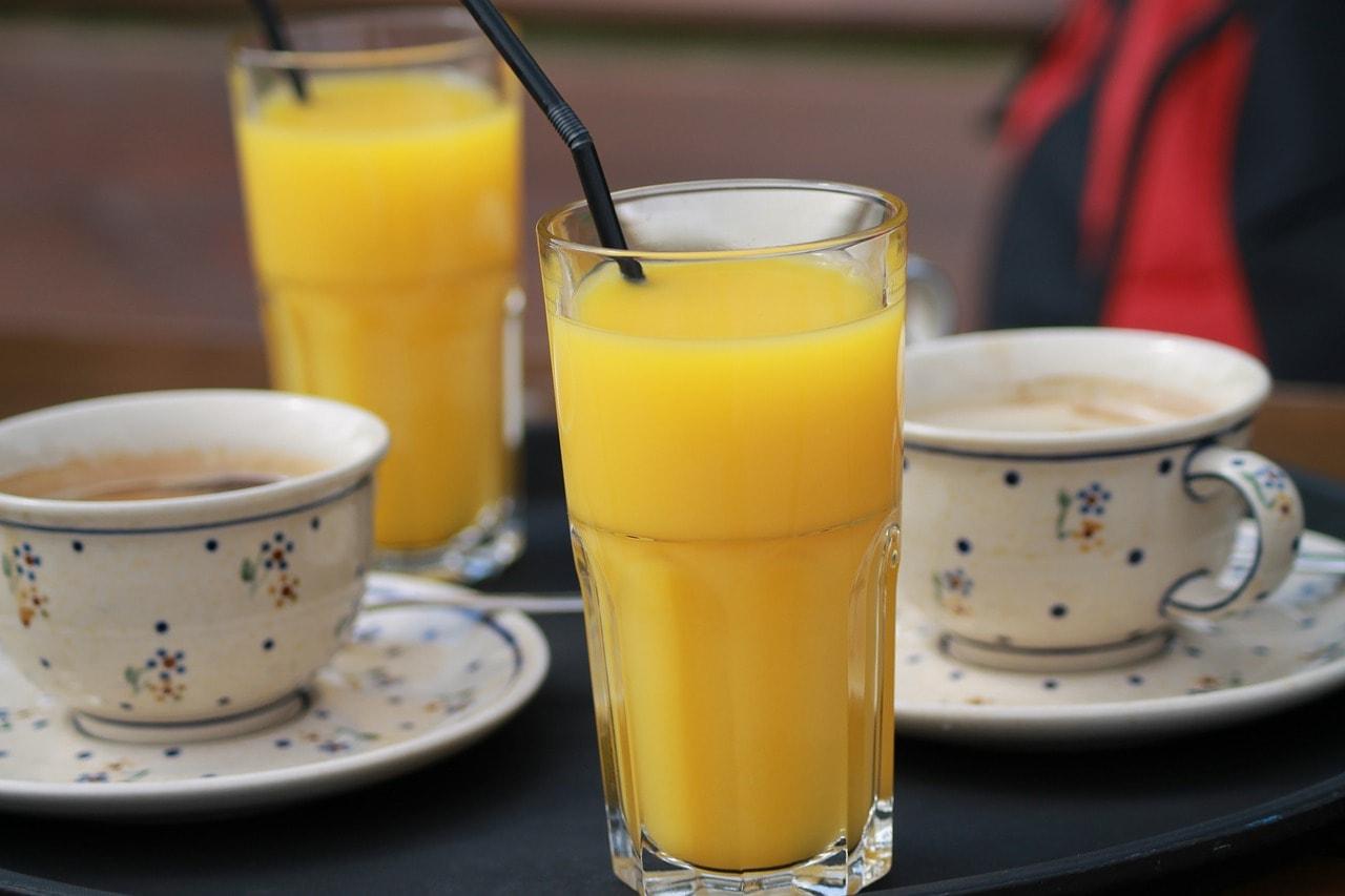 https://pixabay.com/en/orange-juice-coffee-meeting-539331/