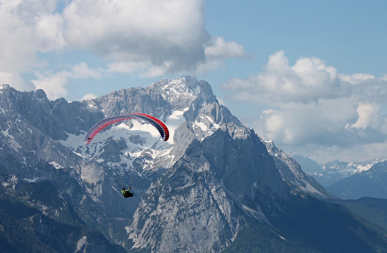 paraglider-2378548_1280