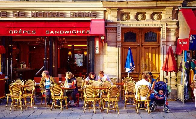 Paris_cafe_in_Ile_de_la_Cite,_2010