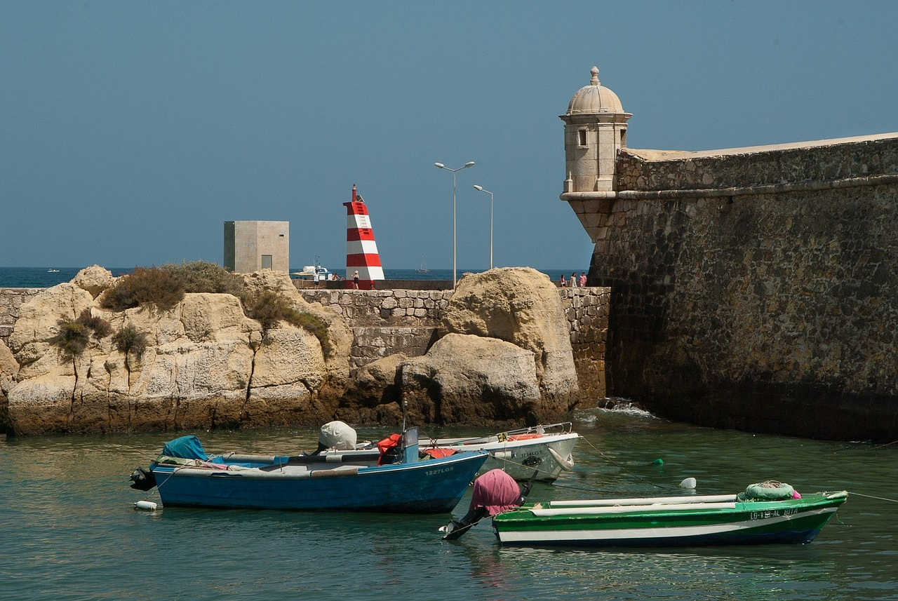 https://pixabay.com/en/portugal-tavira-port-lighthouse-1561923/