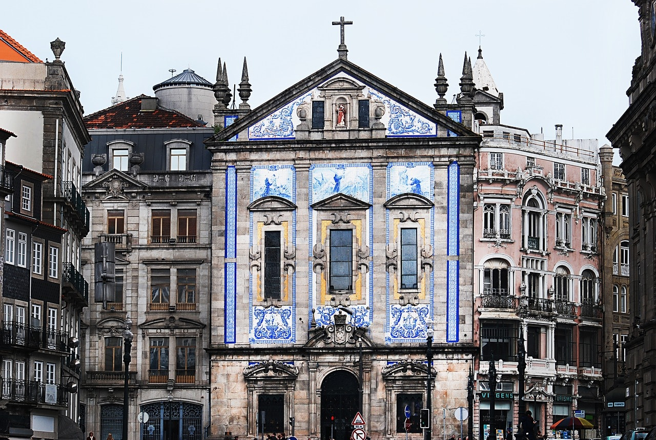 https://pixabay.com/en/portugal-building-architecture-2240171/
