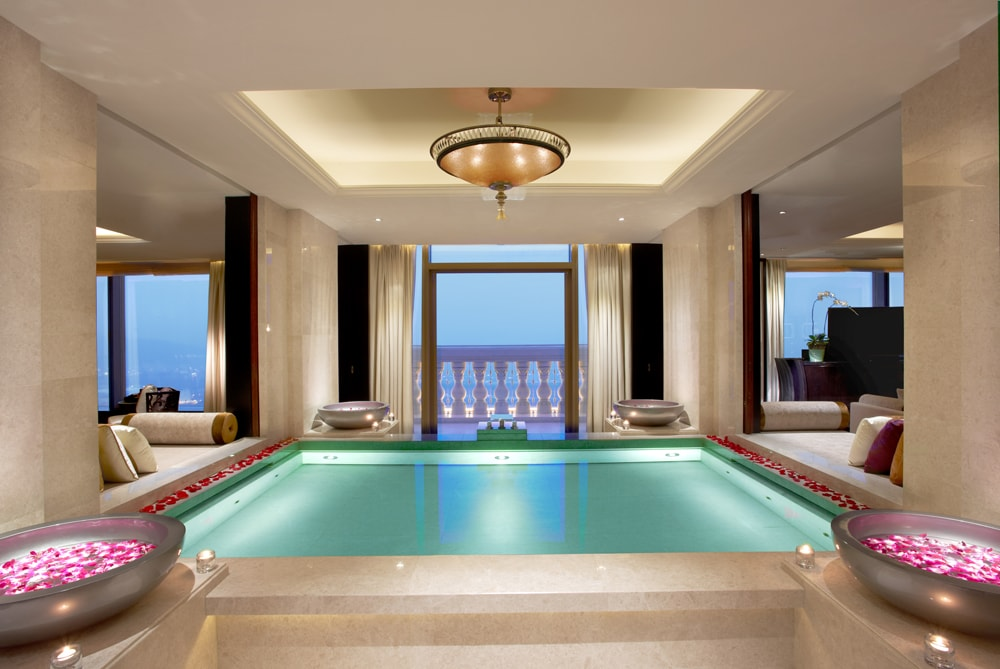 Hotel  Indoor Pool Smoking Room