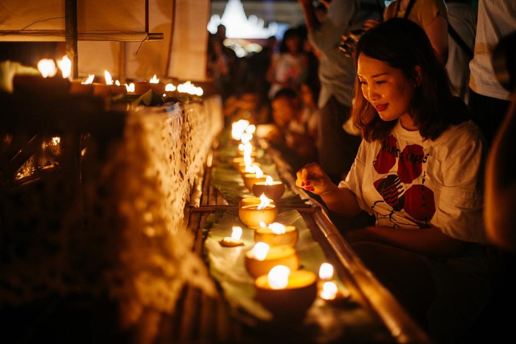 A woman participates in a candle lighting ceremony | Gioia Emidi / © Culture Trip