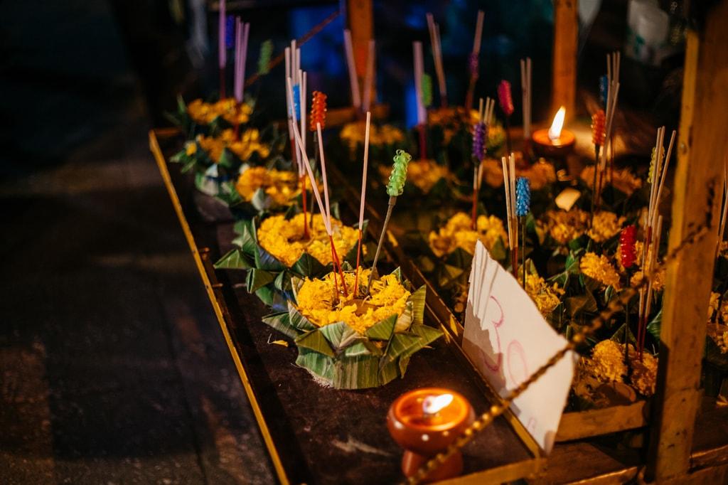 Ready-made 'krathong' for sale on the roadside | Gioia Emidi / © Culture Trip