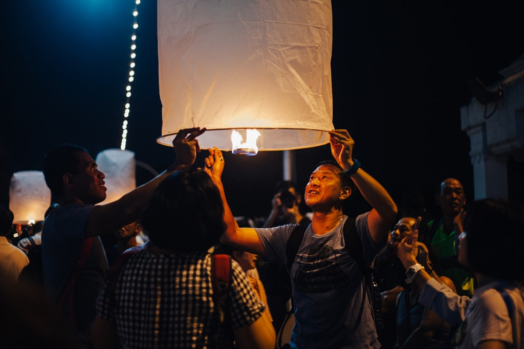 This man's face shows the excitement of releasing a krathong | Gioia Emidi / © Culture Trip