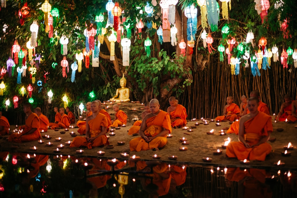 The iconic sight of monks at Wat Phan Tao during Yee Peng festival | Gioia Emidi / © Culture Trip