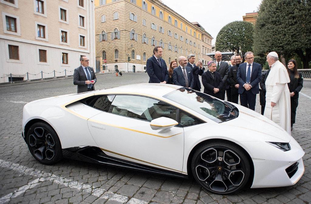 The one-off Lamborghini Huracan | ©OSSERVATORE ROMANO/HANDOUT/EPA-EFE/REX/Shutterstock