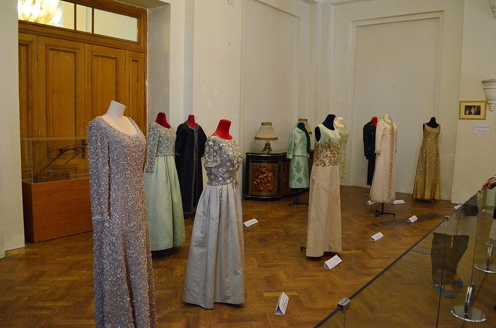 Gowns of Farah Diba | © درفش کاویانی / Wikimedia Commons