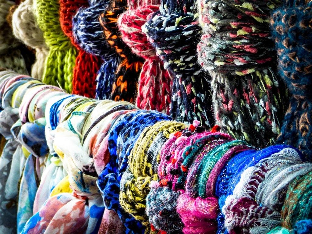 scarf-1829174_1280