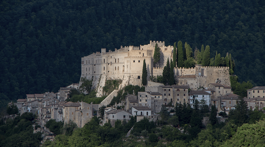 The unusual elongated shape of Castello di Rocca Sinibalda | © Courtesy of Castello di Rocca Sinibalda