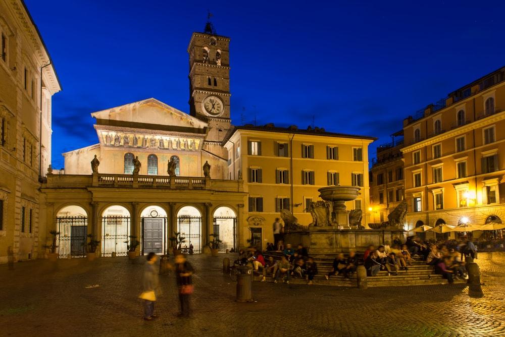 Piazza di Santa Maria in Trastevere   © Shutterstock