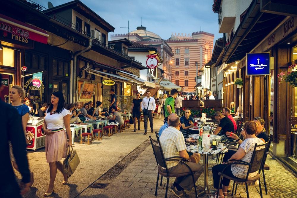 People having iftar dinner on streets of Sarajevo | © Ajan Alen/Shutterstock