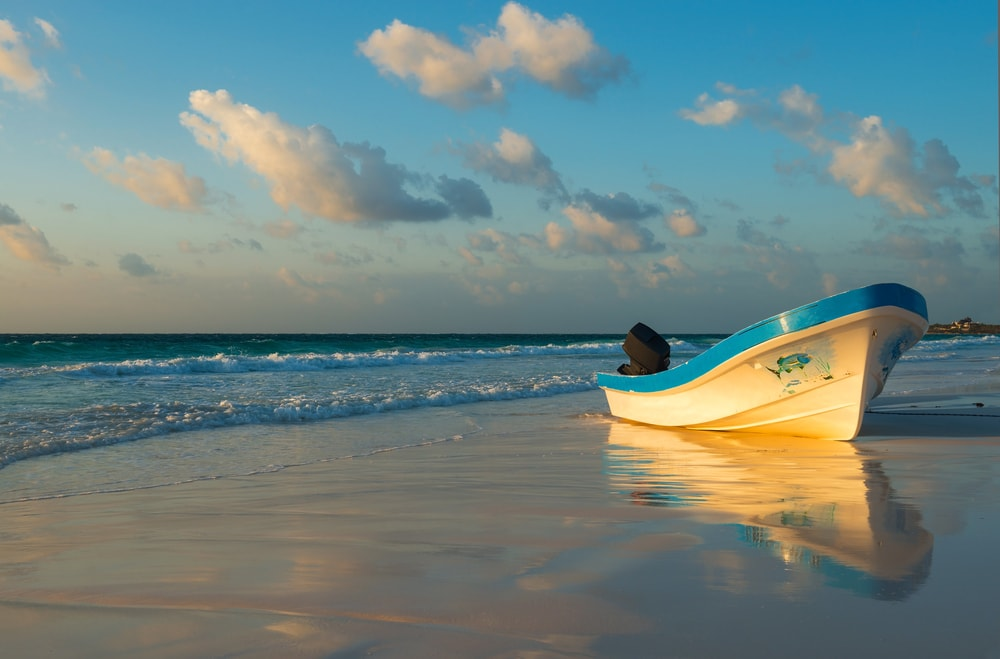 Fishing boat in Tulum, Mexico | © SL-Photography/Shutterstock