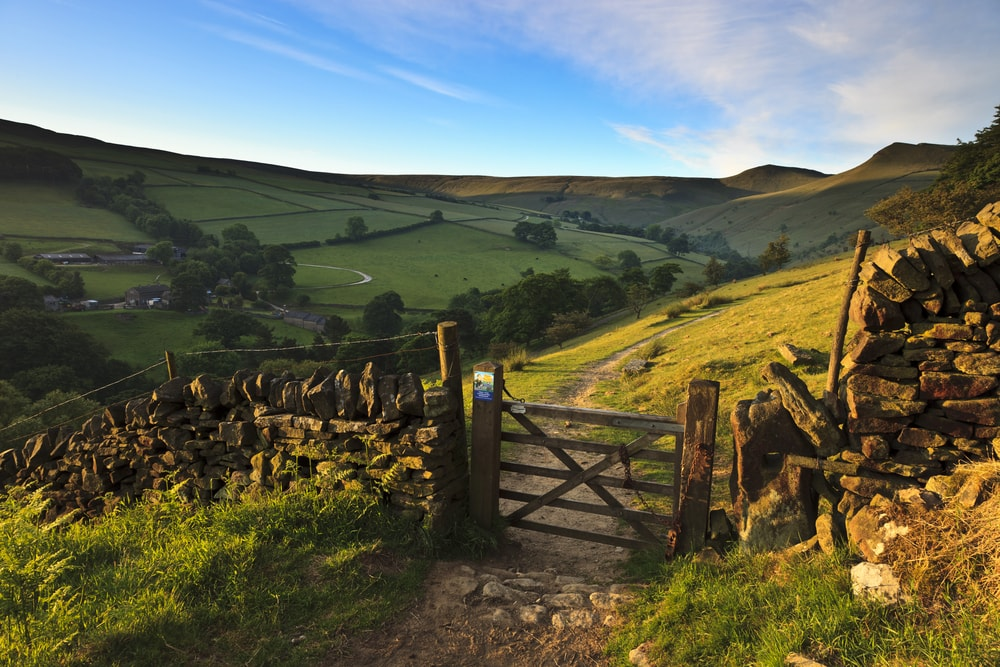 Hiking trails in the Peak District, Derbyshire | © Richard Bowden/Shutterstock