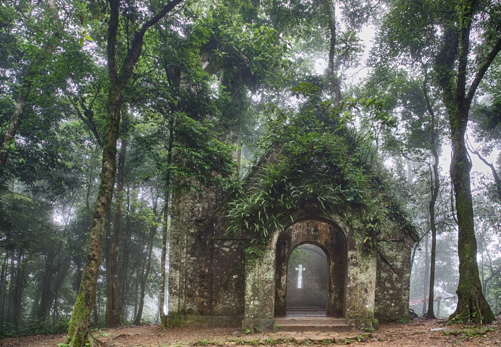 Old French church in Ba Vi National Park | © huyenhuong/shutterstock