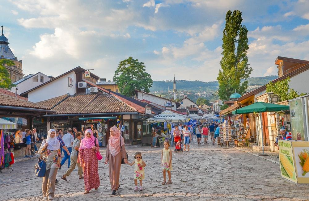 A family strolls in Sarajevo's Bascarsija | © YingHui Liu/Shutterstock