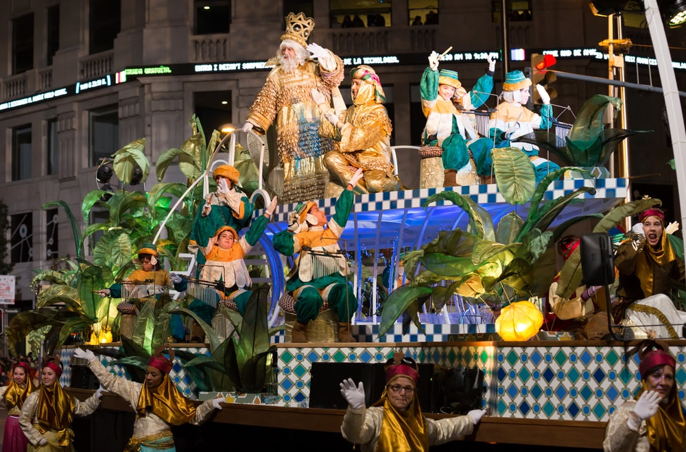 Festive cavalcade of Three Tsars-magicians on streets of Barcelona | © Iakov Filimonov/Shutterstock