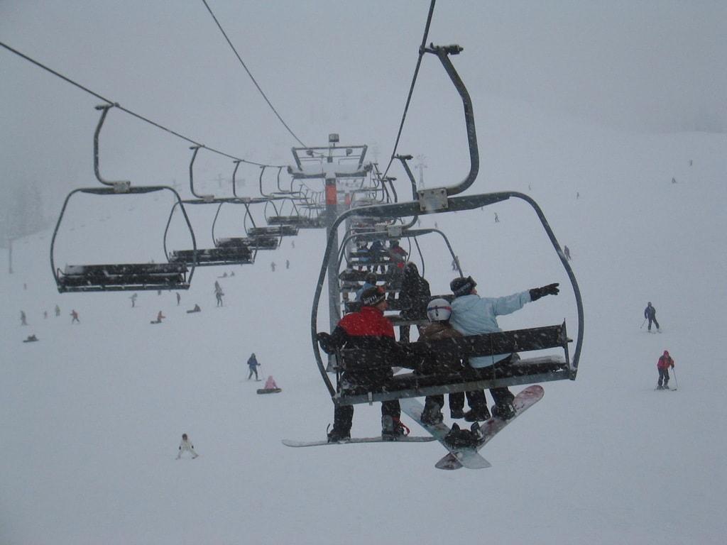 Snowboarding in Snoqualmie | © browniesfordinner / Flickr