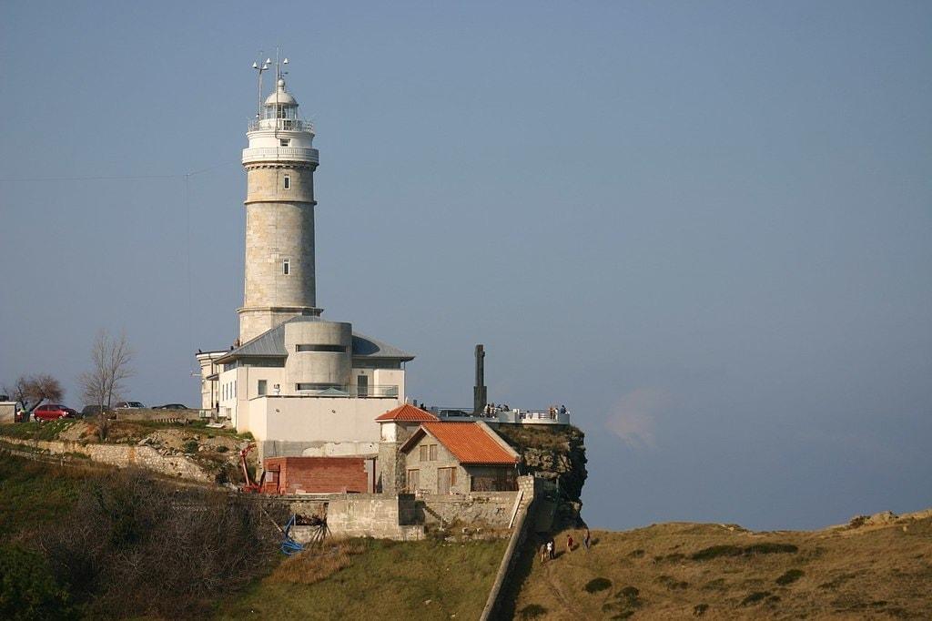 Faro de Cabo Mayor, Santander, Spain   ©Year of the Dragon / Wikimedia Commons