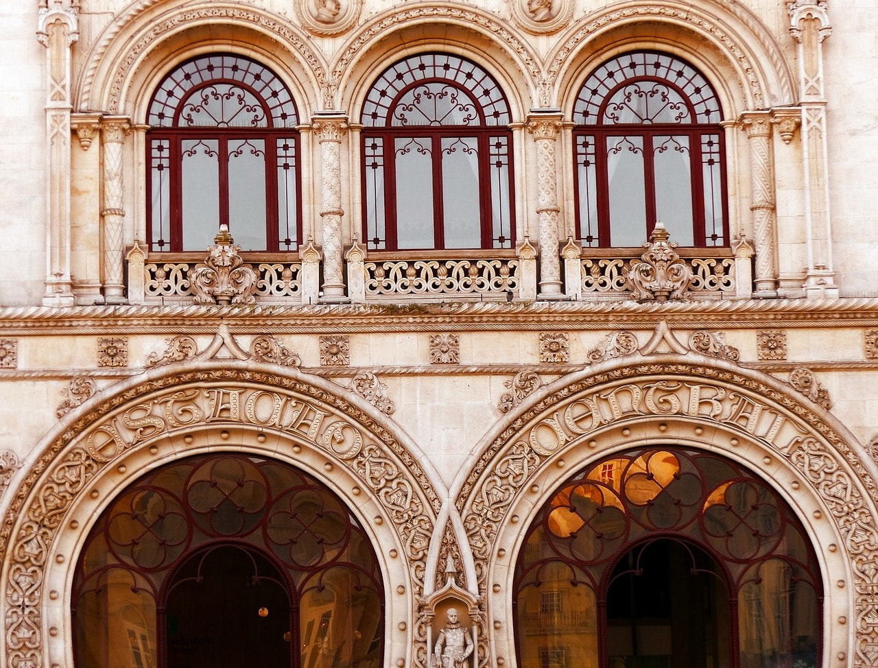 https://pixabay.com/en/station-rossio-lisbon-facade-1101442/