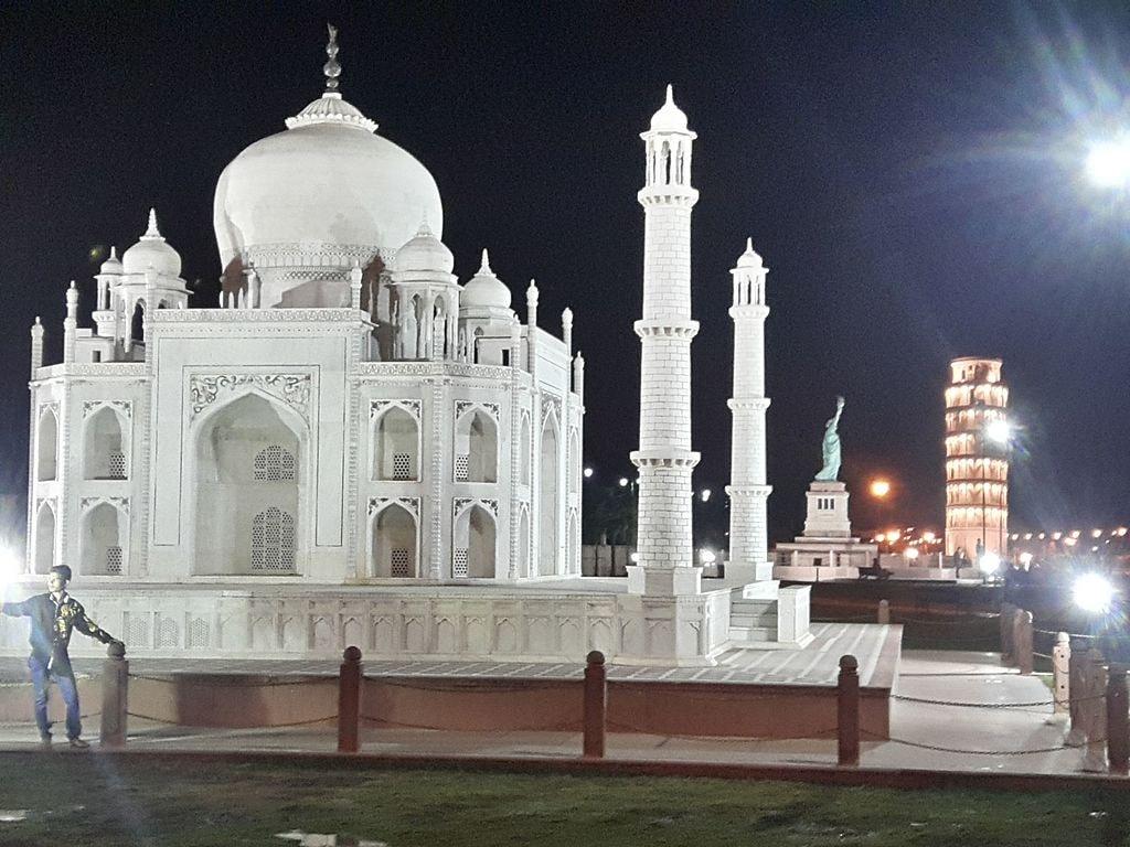 Taj Mahal Seven Wonders Park