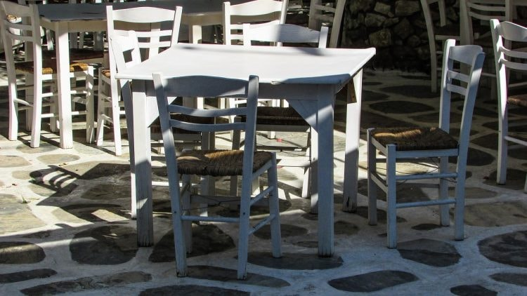 https://pixabay.com/en/tavern-traditional-chairs-white-1558192/