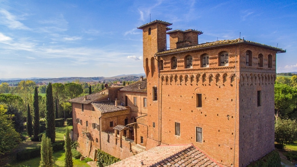 12 Beautiful Castles in Italy to Book on Airbnb
