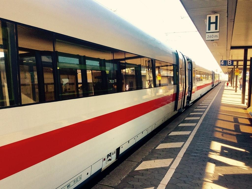 train-2008493_1280