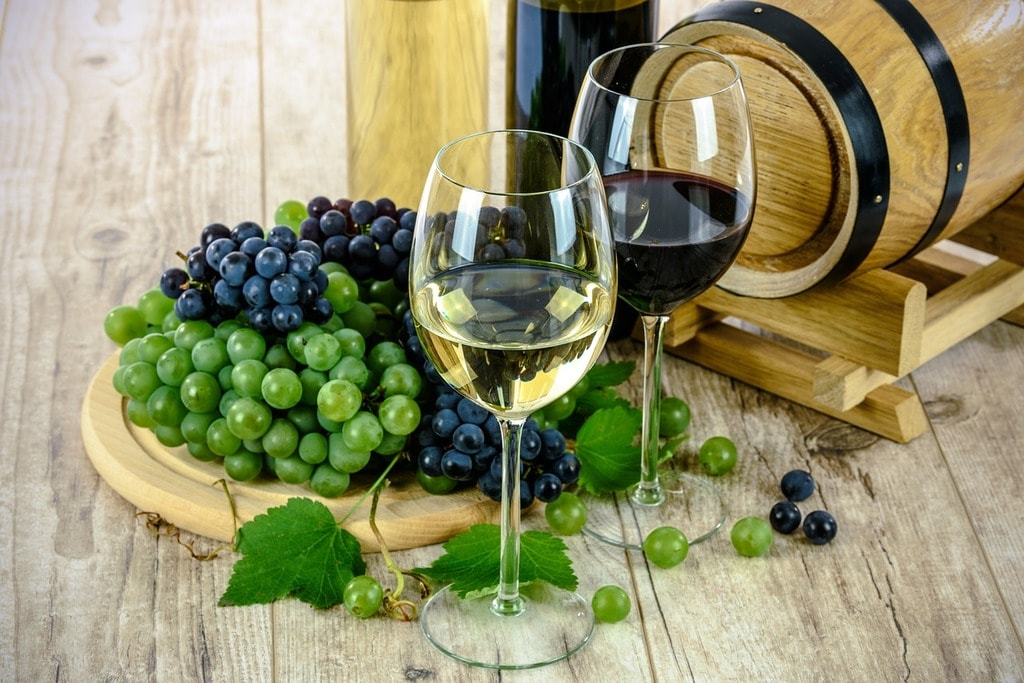 two-types-of-wine-1761613_1280