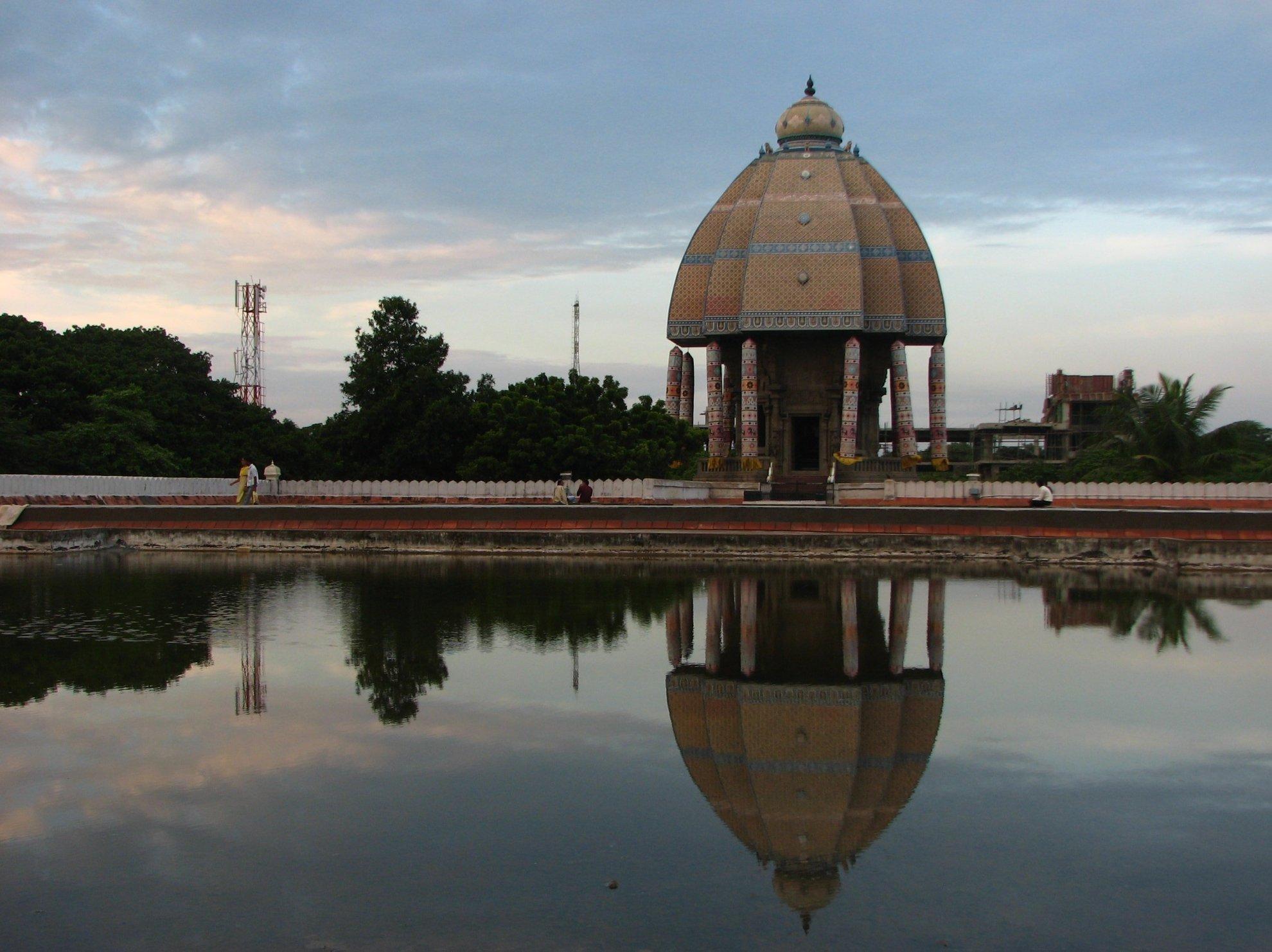 Valluvar_Kottam_terrace_reflection